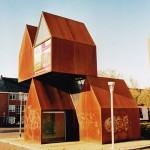 Droomwoonwensen, een stapel huisjes (Groningen, Groningen) [Foto: Joop van der Vaart]