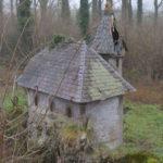 Bijenkorf in de vorm van een huisje, Brouwerij Van Den Bossche (Oost-Vlaanderen-Be, Sint-Lievens-Esse) [Foto: H. Wilming]