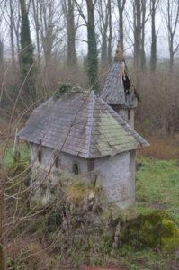 Bijenkorf in de vorm van een huisje (Belgie, Sint-Lievens-Esse, Brouwerij Van Den Bossche) [Foto H. Wilming]