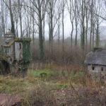 Bijenkorven achter Brouwerij Van Den Bossche (Oost-Vlaanderen-Be, Sint-Lievens-Esse) [Foto: H. Wilming]