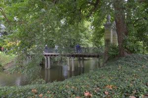 Brug op pilaren, Park Wespelaar (Vlaams-Brabant-Be, Haacht) [Foto: H. Wilming]