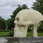 doodshoofd, bushokje, Joep van Lieshout (Zuid-Holland, Dordrecht) [Foto: Hetty Wilming]