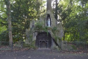 Lourdesgrotje, (Belgie, Tildonk, Sint Angela Instituut) [Foto H. Wilming]