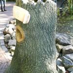Cementrustieke boomstronk, Efteling (Noord-Brabant, Kaatsheuvel) [Foto: Hetty Wilming]