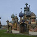 Uien op de torens, Nederlands Kremlin (Noord-Holland, Winkel) [Foto: Hetty Wilming]