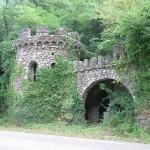 Schijnkasteel, tussen Anduze en Saint-Jean-du-Gard (Frankrijk, Anduze) [Foto: Hetty Wilming]