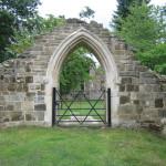 Abdij schijnruïne, Woolbeding Gardens (Engeland, Midhurst) [Foto: Pieter Boogaart]