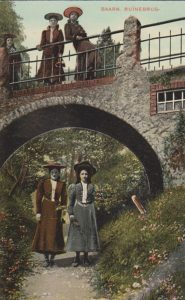 Ruïnebrug, van onderaf, met dames (Utrecht, Baarn) [Coll. A.Nuijten]