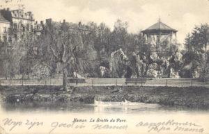 Grot met voliere, park Louise-Marie (Belgie, Namen)