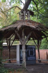 Houten tuinpaviljoen (Belgie, Tildonk, Sint Angela Instituut) [Foto H. Wilming]