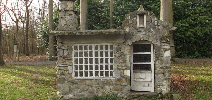 Kippenhok op terrein Sint-Amandus Instituut (West-Vlaanderen-Be, Beernem) [Foto: Miriam Vermey]
