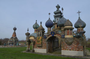Uien op de torens, Nederlands Kremlin (Noord-Holland, Winkel) [Foto Hetty Wilming]